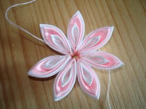 бело розовые канзаши
